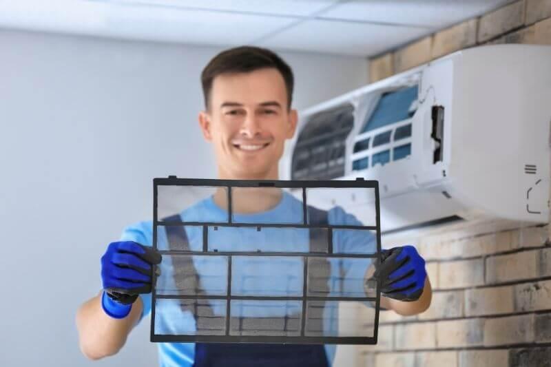 Filtr wstępny do klimatyzatora domowego i fachowiec