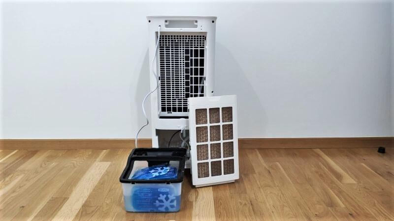 Zbiornik z wodą i żelami chłodzącymi oraz filtr absorcypjny znajdują się z tyłu urządzenia test nachlodno.pl