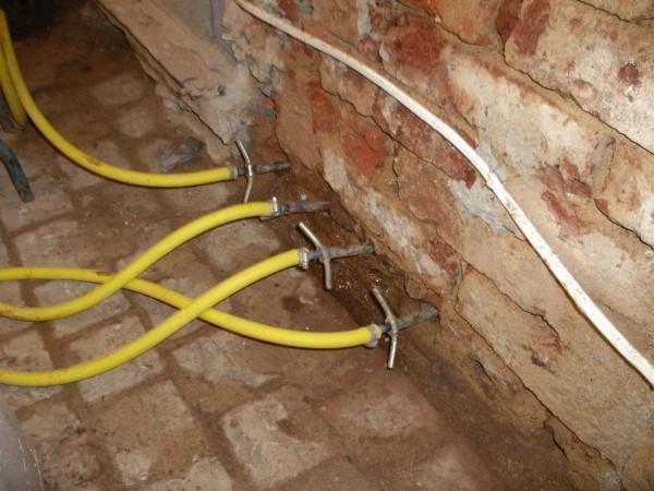Iniekcja niskociśnienowa - osuszanie budynku chemiabudowlana.info